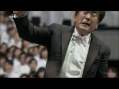 10,000 japanese sing beethoven